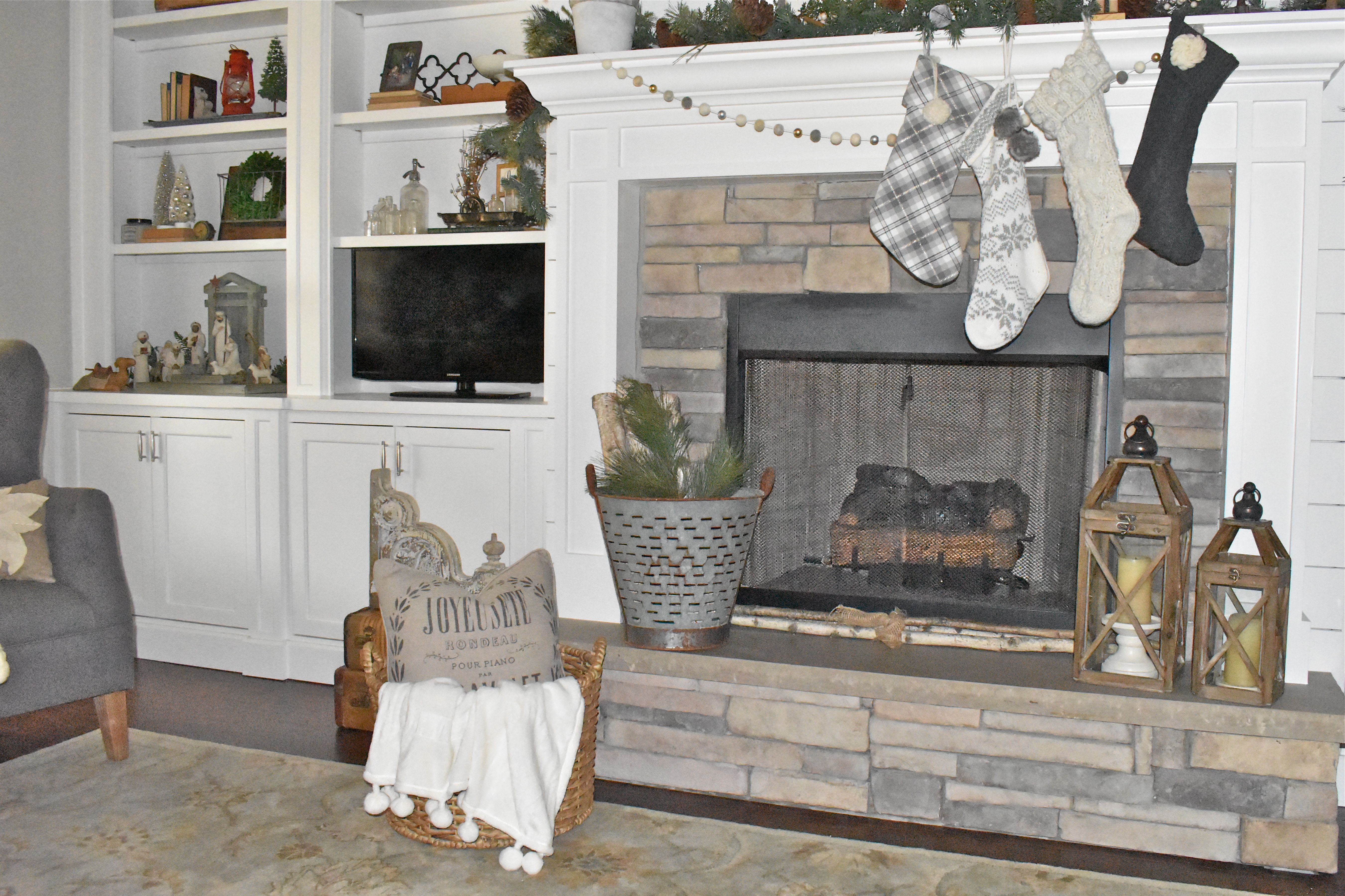 stone-fireplace-and-hearth-with-stockings